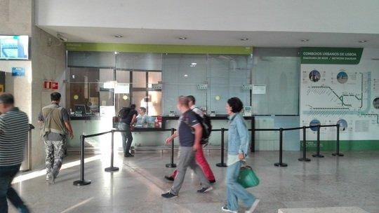 ロシオ駅の切符売り場です