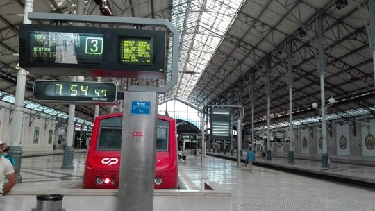 ロシオ駅発シントラ行き電車です