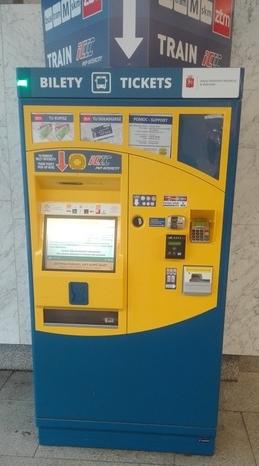 ワルシャワ 鉄道 切符 券売機