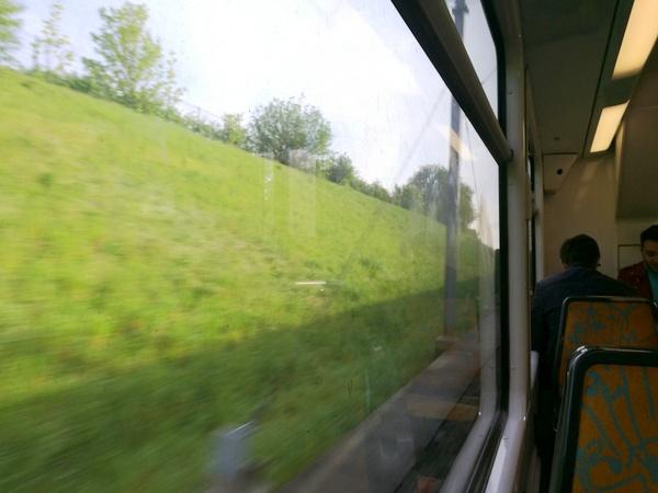 ディズニーランド パリ 行き方 アクセス RER TGV